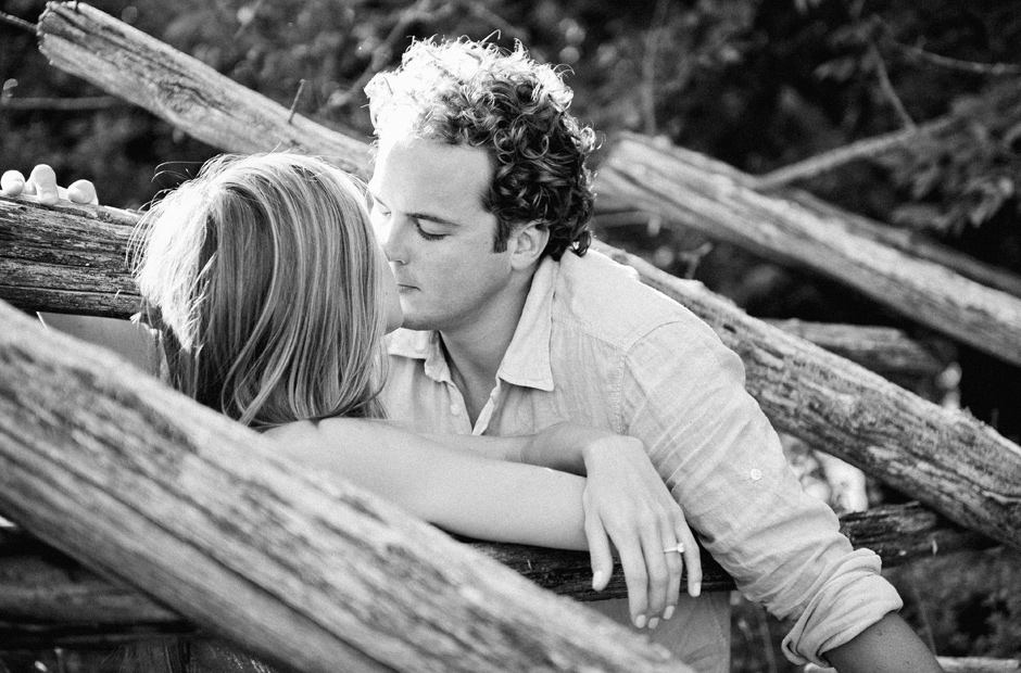 Muskoka-Cottage-Engagement-Session-Geminie-Photography-toronto-destination-wedding-photographer-20